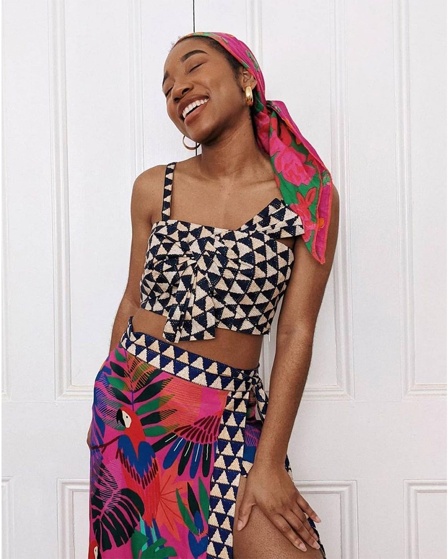 GRAPHIC FRONT BOW TOP WITH MACAW SARONG SKIRT SET