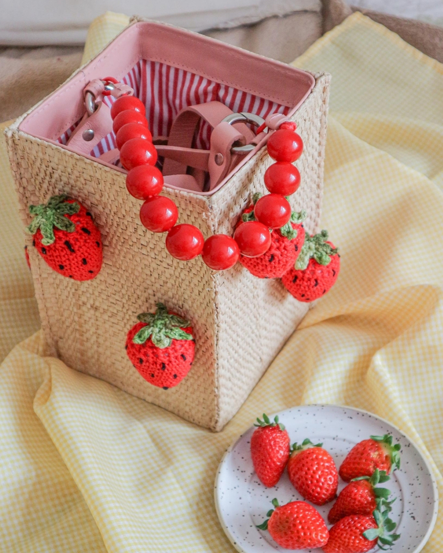 STRAWBERRY RECTANGLE BAG NATURAL AND RED