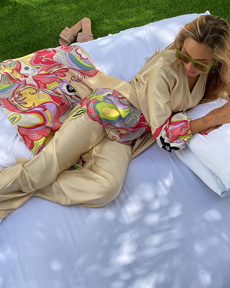 BEIGE AND MUTICOLOUR PRINTED LONG CARDIGAN AND TROUSERS SET WITH GOLDEN BELT