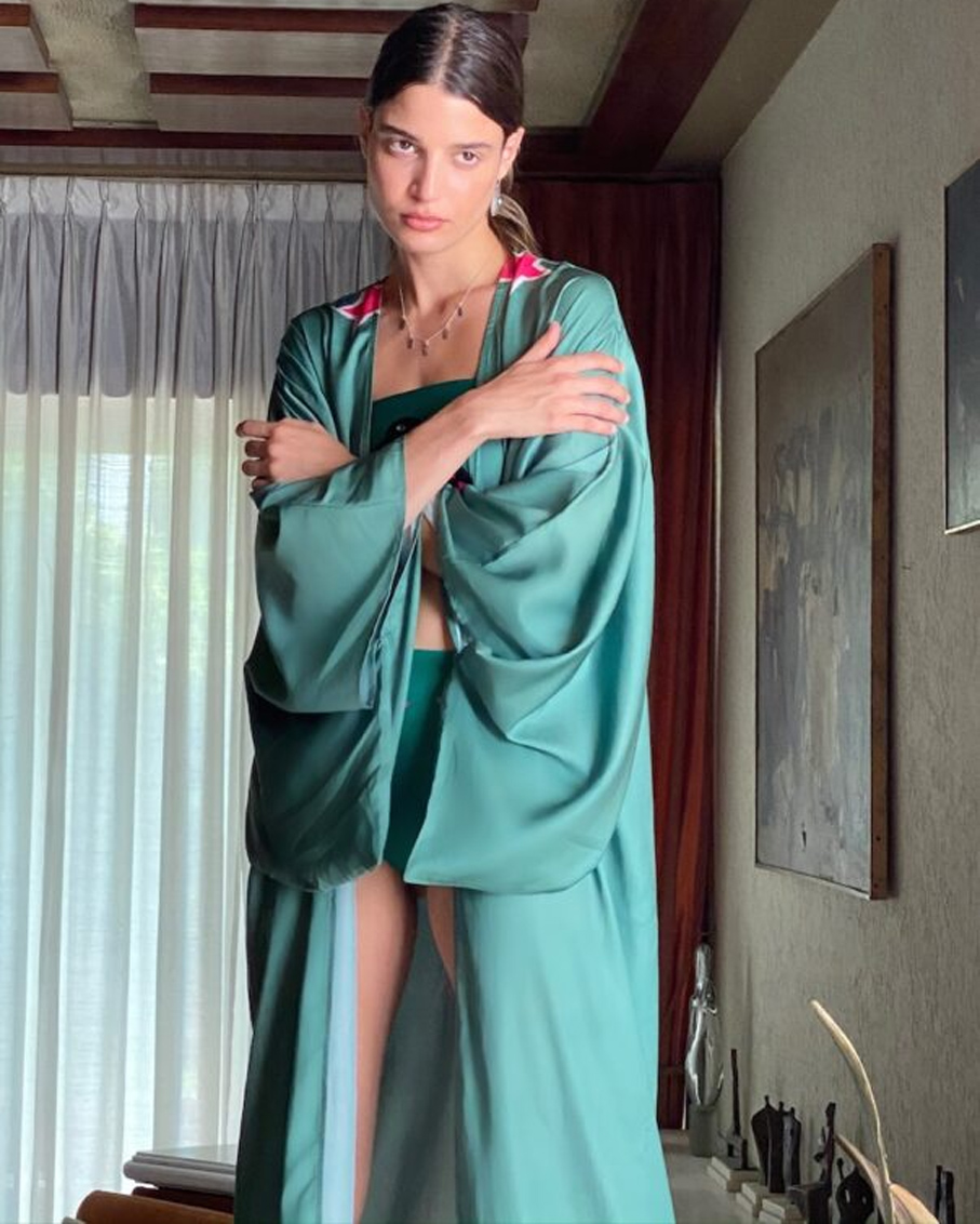 KIMONO WITH BELT AND WIDE SLEEVES DUCK PATTERN CHALK GREEN