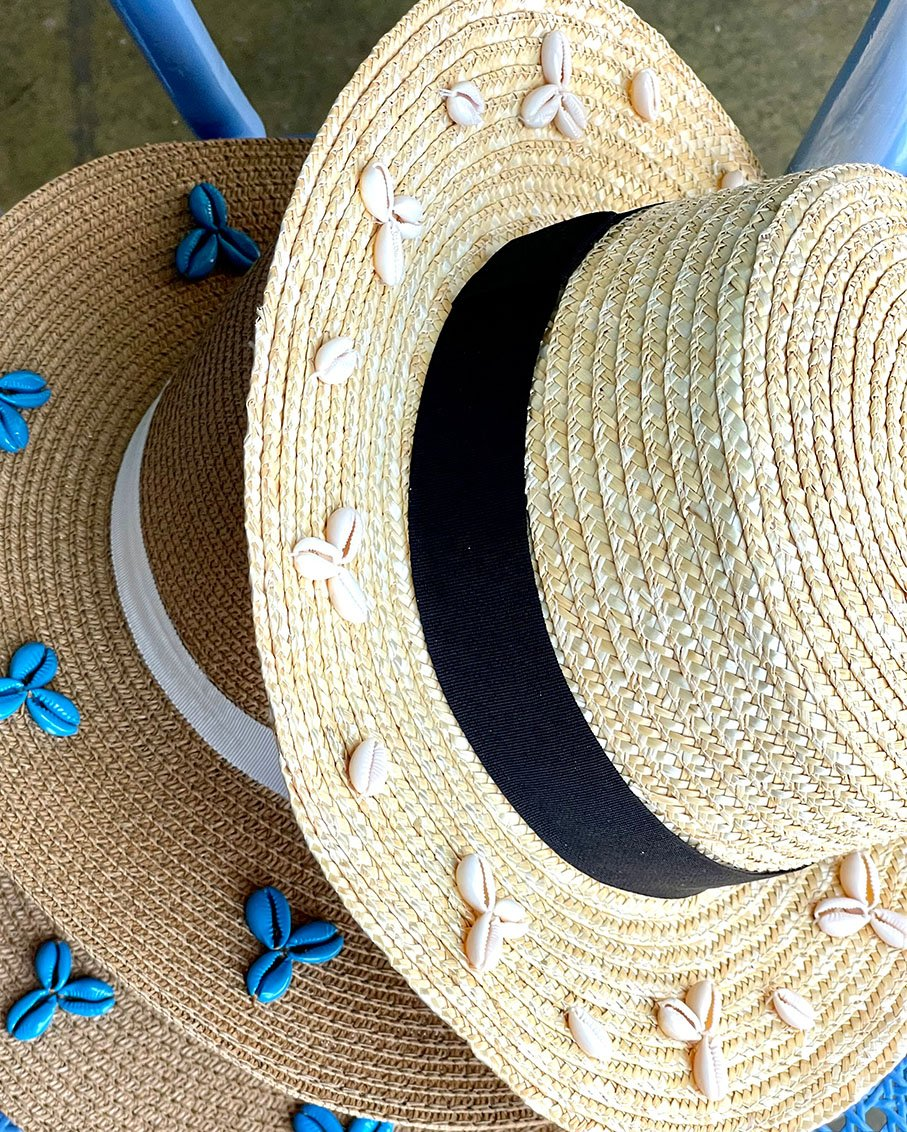 BEIGE SUMMER HAT WITH WHITE SHELL